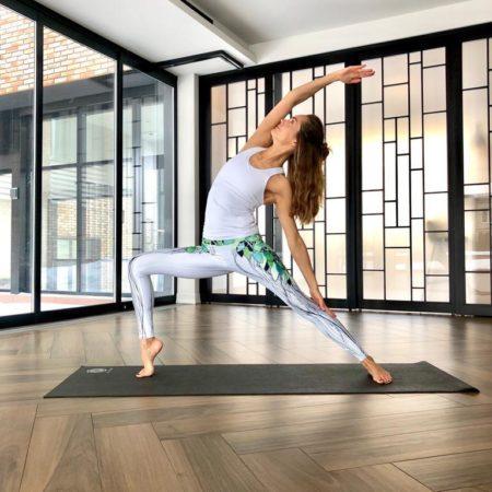 Новый класс EXPRESS YOGA – утренняя динамичная практика на основе классической Хатха йоги.